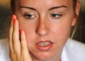 После удаления зуба иногда случаются различные травмы.