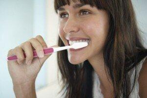 Массаж десен зубной щеткой