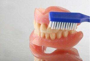 Зубная щетка для ухода за протезами